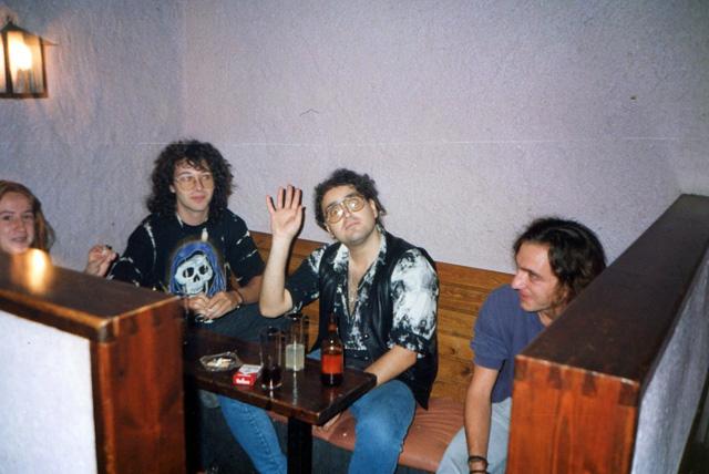 """La Rocío, l'Edu, el """"Massa"""" i el Mario, en un dels recons del Pub. (Foto: Massa)."""