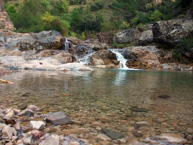 Toll de la Banyera, a uns 12 minuts del Toll de la Palla riu avall.