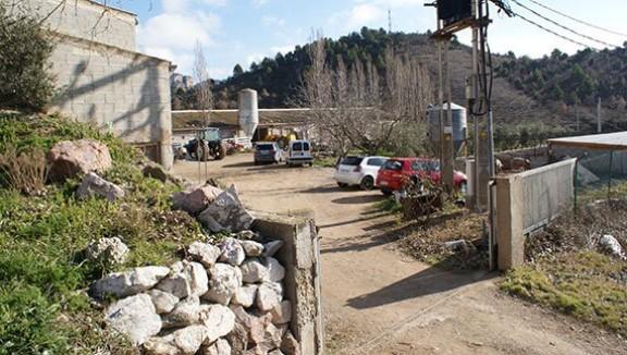 Entrada a la granja. Foto: Carles X. Cabós