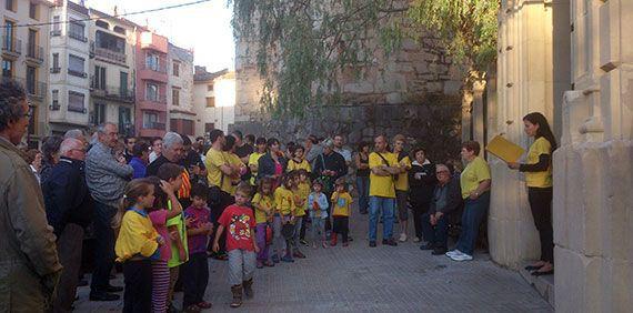 Lectura del manifest davant l'Ajuntament de Cornudella, el 30 de setembre. Foto: Carles X. Cabós.