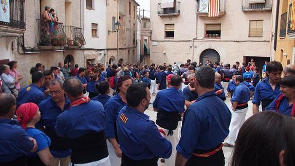 Imatge de la plaça de la Vila de la Figuera, aquest dissabte 8 d'agost. Foto: Helena Miró