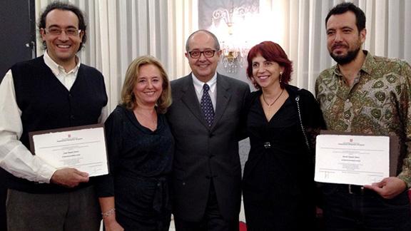 Joan i Xavier Vaqué amb el reconeixement «Mestres Artesans de la palma», el 18 de novembre de 2013. Foto: palmesviaplana.com