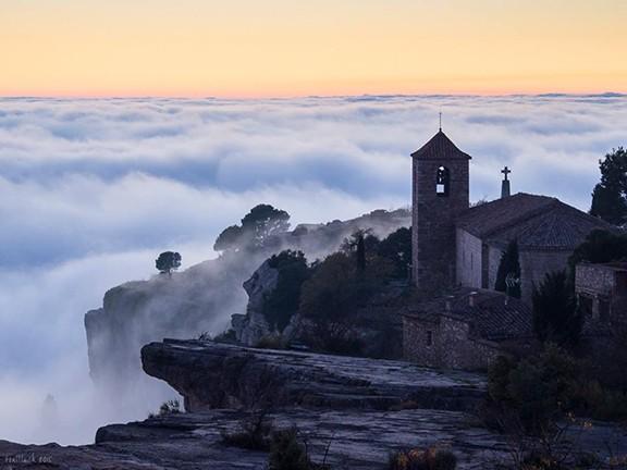 Siurana_Toni_LLuch_mar_de_nubes_tras_escalar_en_siurana2_National_Geographic_sencera