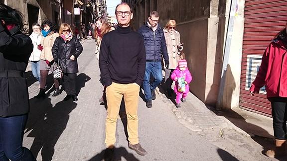 Al carrer Miquel Barceló, seguint l'Encamisada. Foto: Carles X. Cabós.