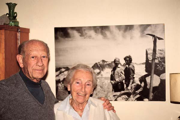 Juan Buyse i Anita Salden, al seu xalet de Siurana, en una fotografia apareguda en un reportatge de la revista 'Desnivel' en motiu de la seva mort. Foto: Revista Desnivel.