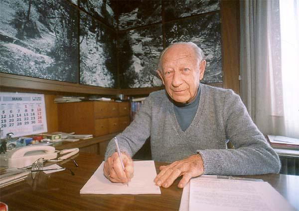 Juan Buyse, al seu xalet de Siurana, en una fotografia apareguda en un reportatge de la revista 'Desnivel' en motiu de la seva mort. Foto: Revista Desnivel.