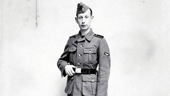 Juan Buyse amb l'uniforme de les Waffen SS. Foto: Ara llibres.