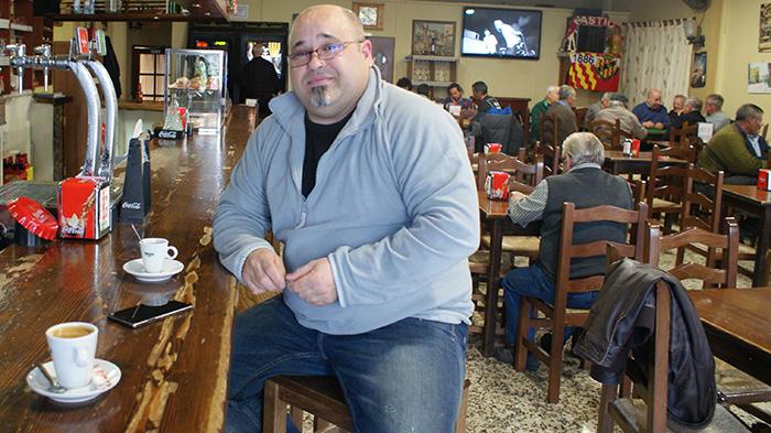Joaquim Castaño, al cafè de la Renaixença, a Cornudella. Foto: Carles X. Cabós.