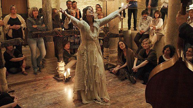 Lídia Pujol en un dels seus espectacles. Foto: Marc Javierre.